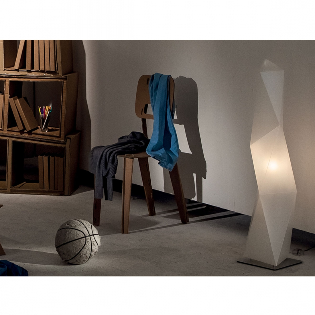 lampadaire-de-salon-design-diamond-slamp.jpg.pagespeed.ce.wPDJGxHb_m